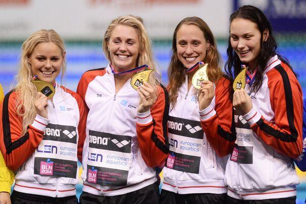 Члены женской сборной Дании по плаванию
