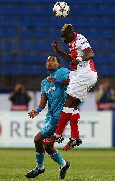 Нападающий ФК Зенит Саломон Рондон (слева)