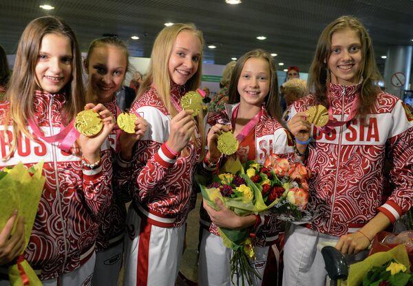 Олимпийские чемпионки Наталия Сафонова, Ирина Анненкова, Софья Скоморох, Дарья Дубова и Виктория Ильина (слева направо)