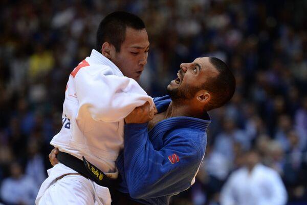 Камаль Хан-Магомедов  во время финального поединка мужского командного турнира на чемпионате мира по дзюдо
