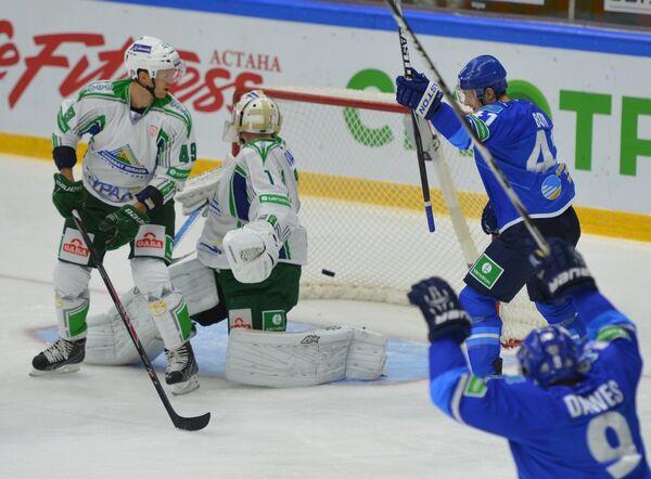 Игровой момент матча Барсы - Салават Юлаев