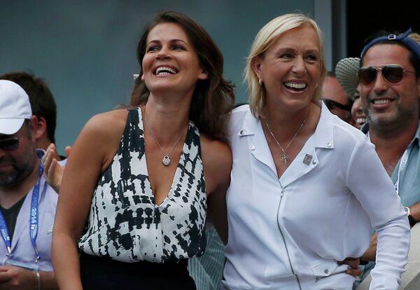 Юлия Лемигова и Мартина Навратилова (справа) на полуфинальном матче US Open между Кэем Нисикори и Новаком Джоковичем