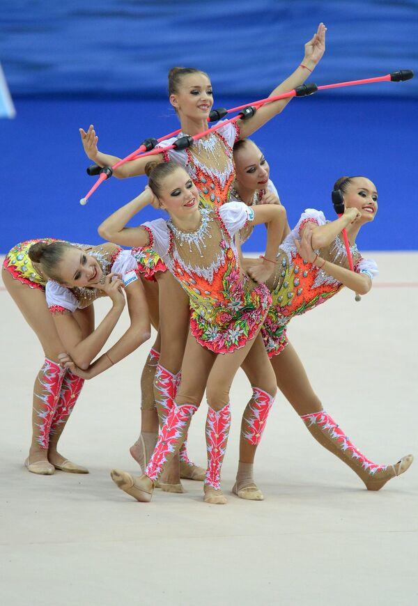 Художественная гимнастика. Российские гимнастки выполняют групповые упражнения