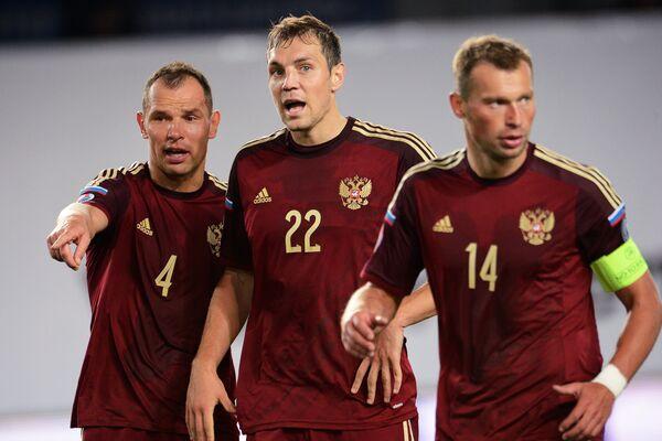 Сергей Игнашевич, Артем Дзюба и Василий Березуцкий (слева направо)