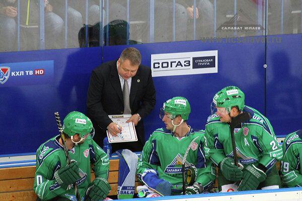 Хоккеисты Салавата Юлаева во главе с Владимиром Юрзиновым