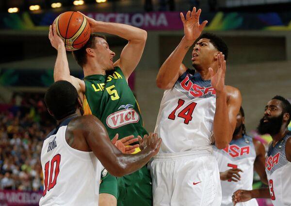 Игровой момент матча Литва - США