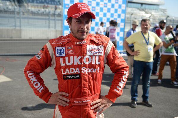 Пилот команды Лукойл Рейсинг Тим Лада Алексей Дудукало, занявший второе место в объединенном заезде в классе Туринг