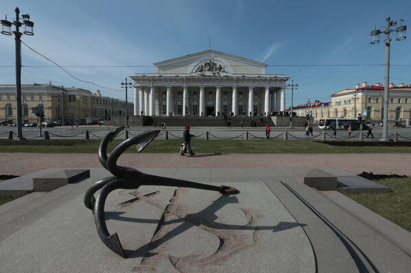 Здание Биржи на Биржевой площади в Санкт-Петербурге