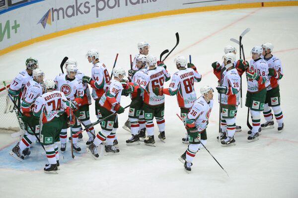 Хоккеисты Ак Барса радуются победе