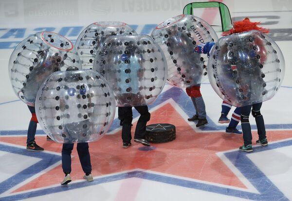 Театрализованное представление в перерыве матча регулярного чемпионата КХЛ между командами СКА и Адмирал