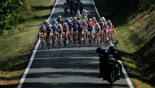 Велогонщицы на дистанции в испанской Понферраде