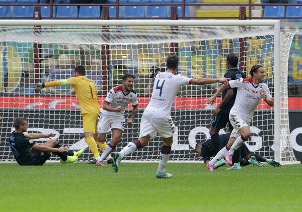 Игровой момент матча Кальяри - Интер