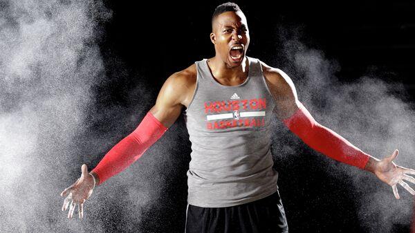 Центровой Дуайт Ховард , выступающий за команду НБА Хьюстон Рокетс