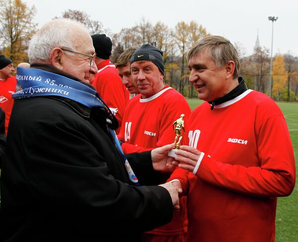 Вице-президент РФС Никита Симонян и легендарный советский футболист Федор Черенков (слева направо).