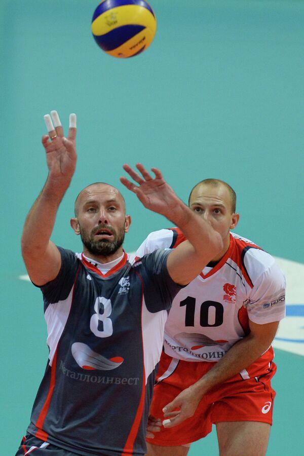 Волейболисты Белогорья Сергей Тетюхин (слева) и Роман Брагин