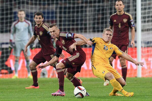 Игровой момент матча Россия - Молдавия