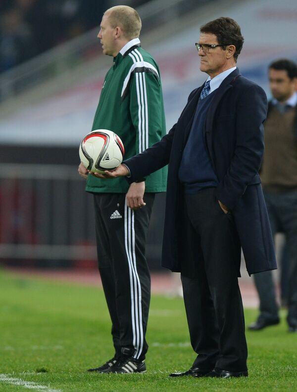 Главный тренер сборной России Фабио Капелло (справа)