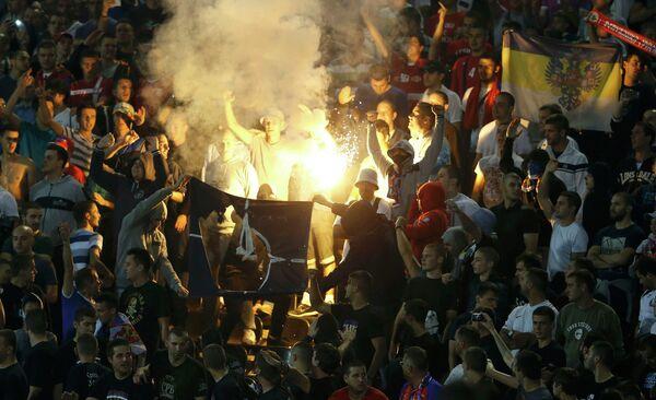 Болельщики сжигают флаг НАТО