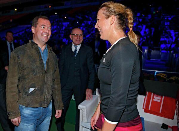 Председатель правительства России Дмитрий Медведев (слева) и российская теннисистка Анастасия Павлюченкова