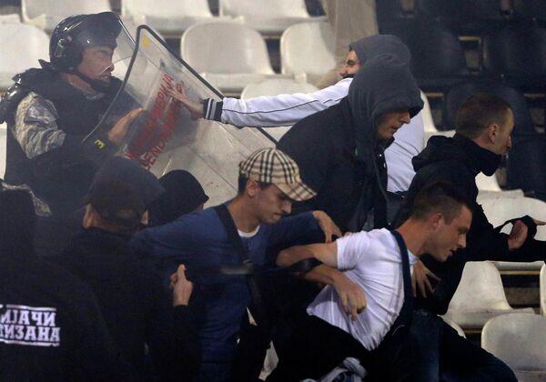 Полиция и фанаты Партизана