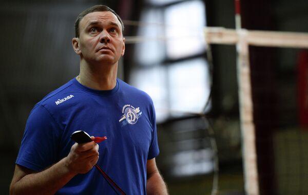 Главный тренер Динамо Андрей Подкопаев на открытой тренировке