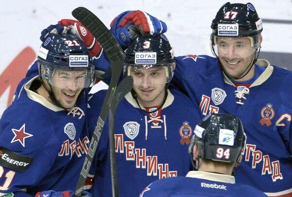 Хоккеисты СКА Джимми Эрикссон, Динар Хафизуллин и Илья Ковальчук (слева направо)