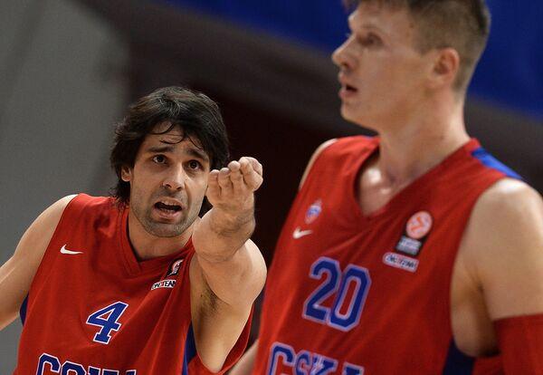 Баскетболисты ЦСКА Милош Теодосич (слева) и Андрей Воронцевич