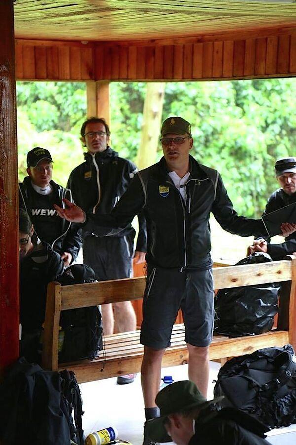 Менеджер Tinkoff-Saxo Бьярне Риис (на первом плане) славится своими радикальными методами  по укреплению командного духа