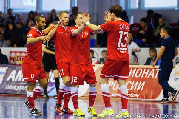 Игроки мини-футбольного клуба Сибиряк