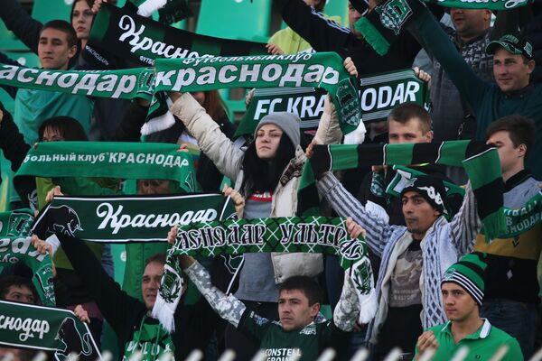 Болельщики Краснодара во время матча 13-го тура чемпионата России по футболу