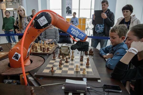Робот Шахматный терминатор