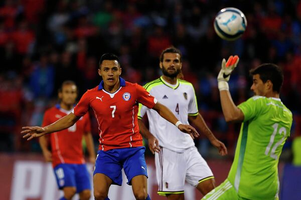 Игровой момент матча Чили - Венесуэла