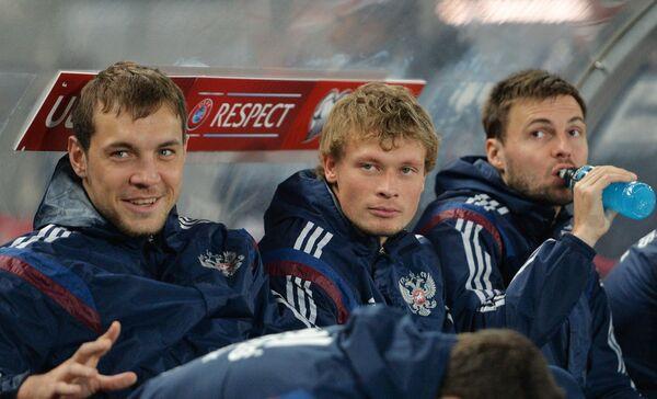 Футболисты сборной России Артем Дзюба и Евгений Макеев (слева направо)
