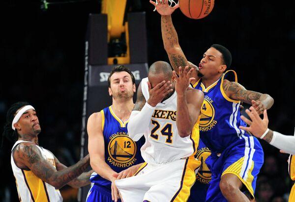 Игровой момент матча НБА между Лейкерс и Голден Стэйт