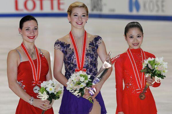 Фигуристки Алена Леонова, Грейси Голд и Сатоко Мияхара (слева направо)