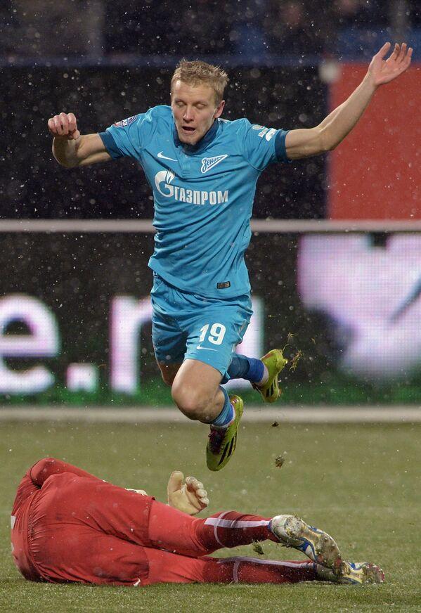 Защитник Зенита Игорь Смольников в матче 17-го тура чемпионата России по футболу