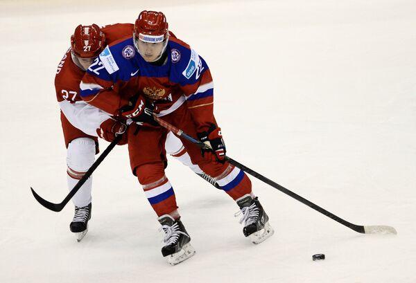 Иван Барбашев (справа)