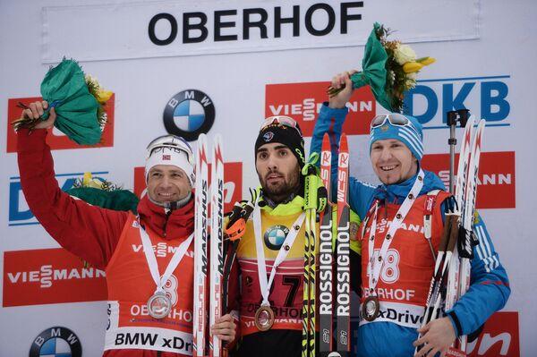 Уле Эйнар Бьерндален (Норвегия) – 2-е место, Мартен Фуркад (Франция) – 1-е место, Тимофей Лапшин – 3-е место (слева направо)