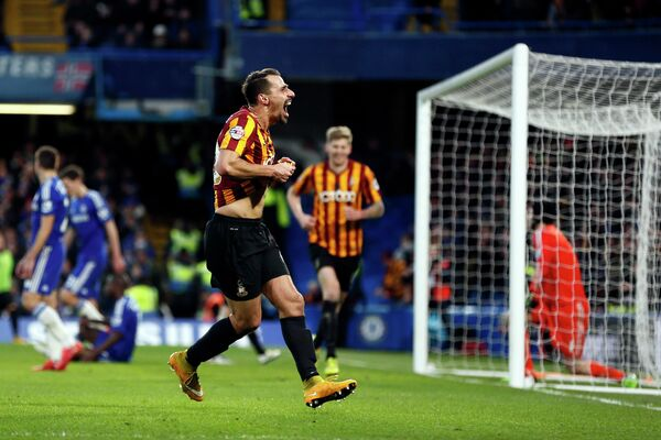 Игрок Брэдфорд Сити Филипе Мораиш радуется забитому голу в ворота Челси