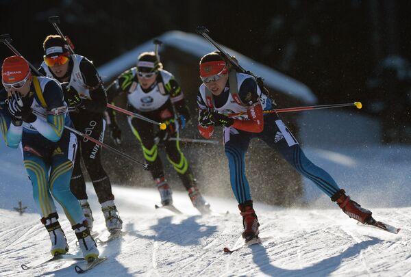 Слева направо на первом плане: Валентина Семеренко (Украина) и Дарья Виролайнен (Россия)