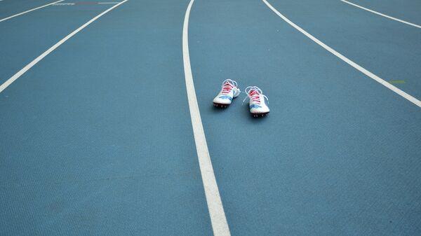 Шиповки на беговой дорожке стадиона Лужники