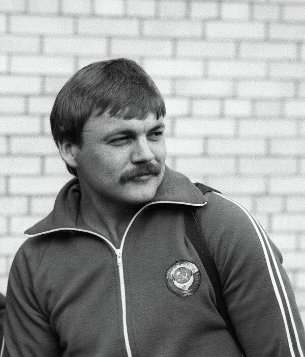 Александр Мелентьев
