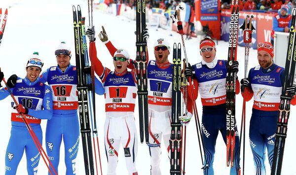 Слева направо: лыжники сборных Италии, Норвегии и России