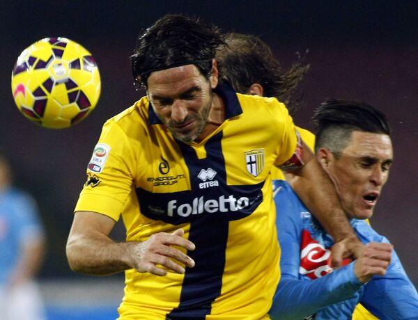 Защитник итальянского футбольного клуба Парма Алессакндро Лукарелли.