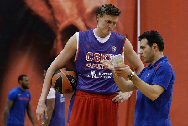 Димитрис Итудис и Андрей Кириленко (справа налево)
