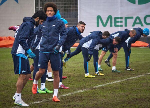 Футболисты Зенита Луиш Нету, Аксель Витсель и Хави Гарсия (слева направо)