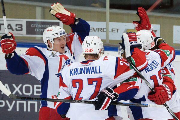 Игроки ХК Локомотив Егор Аверин, Стаффан Кронвалль, Иржи Новотны (слева направо)