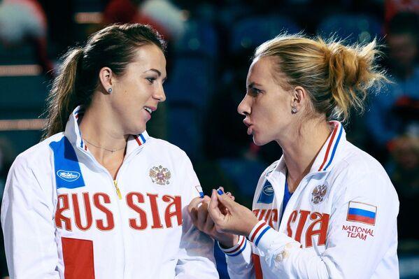 Анастасия Павлюченкова (слева) и Светлана Кузнецова