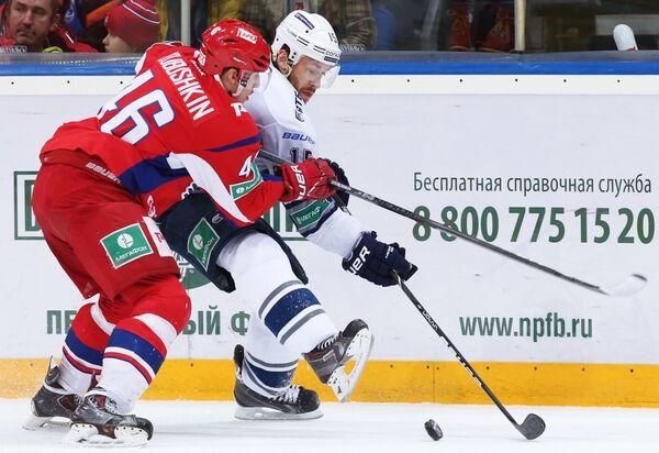 Игровой момент матча Локомотив - Динамо (Москва)