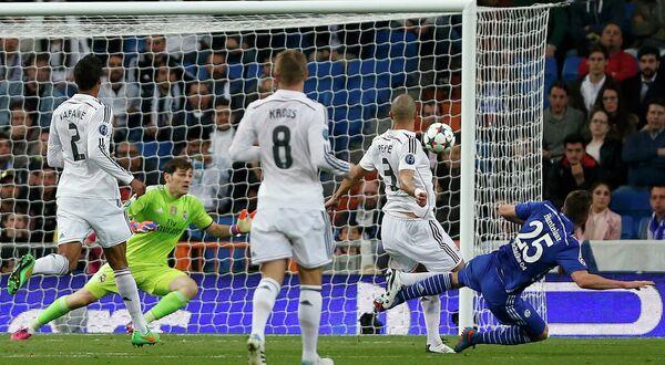 Игровой момент матча Реал - Шальке